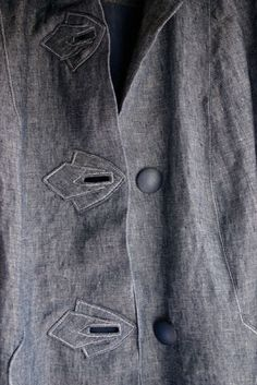 very nice buttonhole feature - to put on a coat perhaps?