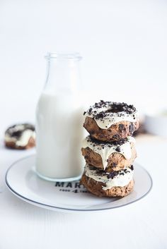 ... donut cakes with white chocolate and oreos ...