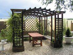 Je čas postavit v zahradě pergolu: Super tipy pro vás - Grafiky - Žena.cz Pergola, Arch, Outdoor Structures, Garden, Longbow, Garten, Outdoor Pergola, Arches, Gardens