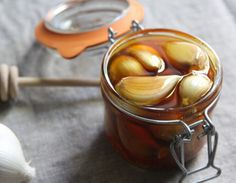 Как приготовить чесночный мед для борьбы с заболеваниями дыхательных путей?