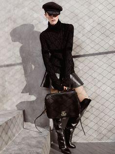 Ralph Lauren Collection: шерстяные свитер и кепка, кожаные юбка, ботфорты и сумка, все Ralph Lauren Collection; серебряная серьга, Rachel Entwistle