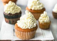 Ohne ein Frosting sind Cupcakes nicht einmal halb so lecker. Die Buttercreme aus Puderzucker und Sahne gibt es in vielen Geschmacksrichtungen: Schokolade, Vanille, Frischkäse und Co. Wir haben für euch unsere Top 6 Frosting-Rezepte zusammengestellt.