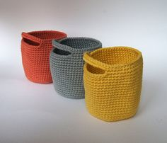 =======THIS LISTING IS FOR A PATTERN IN PDF FILE, NOT A FINISHED PRODUCT =======   This Round Handle Basket crochet is a lovely and easy project that has a lot of possibilities for you or as a gift.  == PDF file ==  Level BEGINNER.  Just need to know:  How to read a pattern. How to do basic crochet stitches: single crochet, slip stitch and chains. How to crochet in the round.  Pattern includes 4 pages and several pictures that will help you to understand the process. Anyway, Ill be happy to…