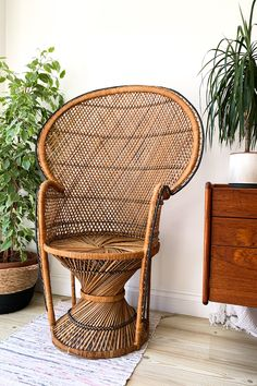 Rattan Peacock Chair, Vintage Industrial Decor, Rattan Furniture, Sit Back And Relax, Vintage Chairs, Living Room Chairs, Room Decor Bedroom, Decoration, Whicker Chair