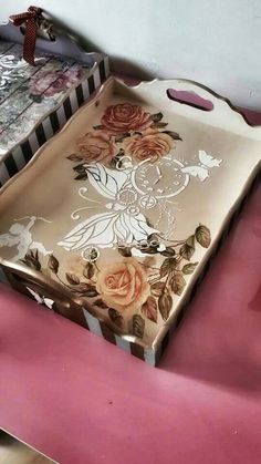 Discover thousands of images about Wood painting tray models - Wood painting objects - Decoupage Box, Decoupage Vintage, Wood Crafts, Diy And Crafts, Craft Projects, Projects To Try, Painted Trays, Hand Painted, Wood Tray