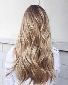 a blond girl different blondes in a casual hairstyle - Haar ideen - Hair Color Dark Blonde Hair, Blonde Balayage, Curly Hair Styles, Natural Hair Styles, Casual Hairstyles, Cute Blonde Hairstyles, Cut Hairstyles, Ombre Hair Color, Purple Hair