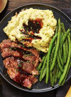 Ribeye and Roasted Garlic Pan Sauce Steak and Beef Recipes Easy gourmet steak recipe with mashed pot Steak Dinner Recipes, Healthy Dinner Recipes, Beef Recipes, Cooking Recipes, Recipes With Steak, Skillet Recipes, Healthy Steak Recipes, Steak Dinners, Fancy Recipes