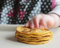 "4 ingredient pumpkin pancakes for baby. These ""pancakes"" are flour- & sugar-free, consisting solely of bananas, pumpkin puree, eggs, & baking powder. I've seen a few recipes for this kind of pancake circulating … Baby Pancakes, Pumpkin Pancakes, Potato Pancakes, Baby First Finger Foods, Infant Finger Foods, Baby Led Weaning First Foods, Fingerfood Baby, Healthy Baby Food, Healthy Life"