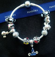 site>>PANDORA Jewelry Online Shop More than off! Disney Pandora Bracelet, Pandora Charms Disney, Pandora Bangle, Pandora Beads, Disney Jewelry, Pandora Jewelry, Pandora Disney Collection, Mickey Mouse, Disney Mickey