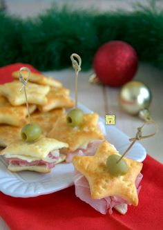 Stelline di focaccia #food #appetizers #focaccia #ricetta #recipe #easyrecipe #ricettedinatale Party Food And Drinks, Snacks Für Party, Parties Food, Cooking Time, Cooking Recipes, Xmas Food, Food Humor, Antipasto, Creative Food