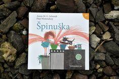 Špinuška má všetko, čo má úspešná kniha pre deti mať: veľa vtipných príbehov a ilustrácií, dynamický dej, hlavnú hrdinku s chytľavým smiešnym menom, strapatými vlasmi a rozkošným prasacím rypáčikom. A veľkú nezbedníčku, ktorá vyvedie každý deň poriadnu galibu. Holanďanka Annie M.G. Schmidt je ďalšia autorka, ktorá zaslúžene dostala nobelovku za detskú literatúru. Prečítajte si recenziu na blogu odetskychknihach.sk. Cover, Books, Art, Art Background, Libros, Book, Kunst, Performing Arts, Book Illustrations