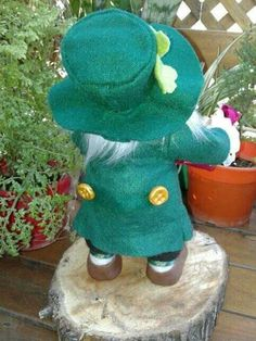 Leprechaun, Dinosaur Stuffed Animal, Toys, Animals, Elves, Activity Toys, Animales, Animaux, Animal