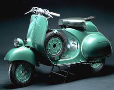 Vespa 125 Sei Giorni, since 1951: tweetakt eencilinder 124,85 cc, 7 pk bij 6750 tpm, Dell'Orto 23 carburateur, 3 versnellingen, doorsmeren met 10%-mengsel, 95 km/h