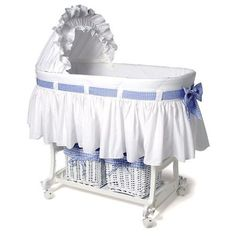 Risultati immagini per moises para bebes decorados para baby shower Baby Basinets, Bassinet Cover, Baby Dolls, Moses Basket, Baby Bedroom, Baby Cribs, Baby Photos, New Baby Products, Child Room