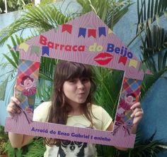 Placa Barraca do Beijo, para festas caipiras de todas as idades.  Produzida em PVC de 2mm  Tamanho 58x68cm  Personalizamos com nomes.
