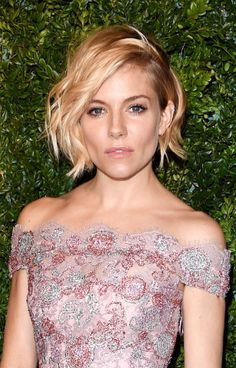 Sienna Miller makes every inch of her chin-length undercut count. https://www.vogue.com/5676181/sienna-miller-short-hairstyles-undercut-waves/?mbid=social_pinterest More amazing and unique hairstyles at: http://unique-hairstyle.com/hairstyle-undercut-with-amazing-patterns/