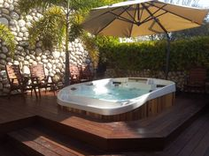 Jacuzzi Outdoor Ideas Do you agree that soaking in a bubbling outdoor hot tub is one of life's great pleasures? Indoor Jacuzzi, Jacuzzi Hot Tub, Hot Tub Deck, Hot Tub Backyard, Deck Jacuzzi Ideas, Indoor Pools, Bathtub, Whirlpool Jacuzzi
