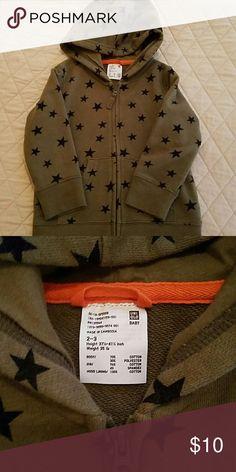 Uniqlo toddler zip up Uniqlo 2-3 years  star zip up HOOD attached Never worn, brand new Uniqlo Shirts & Tops Sweatshirts & Hoodies