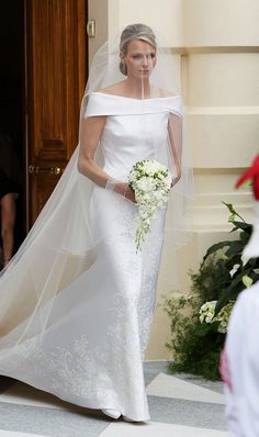 Princess Wedding Dresses: Princess Charlene of Monaco wearing a white off-the-shoulder Giorgio Armani Privé gown Royal Wedding Gowns, Royal Weddings, Princess Wedding Dresses, Boho Wedding Makeup, Short Bride, Wedding Makeup For Brunettes, Purple Wedding Bouquets, Wedding Guest Looks, Bridal Style