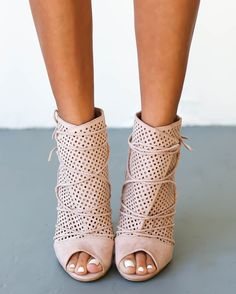 Wait even a moment and you just might miss the coveted Bryce Heel! We gotta have these fashion forward caged heels, with slender straps of vegan leather that weave through a lace-up vamp. Peep-toe upp