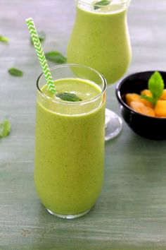 Mango green smoothie recipe (mango coconut smoothie with spinach) . Strawberry Mango Smoothie, Mango Smoothie Recipes, Mango Recipes, Coconut Smoothie, Raspberry Smoothie, Apple Smoothies, Smoothie Drinks, Healthy Smoothies, Healthy Drinks