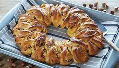 kanelkrans med remonce (recipe in Danish) Danish Dessert, Danish Food, Bread Recipes, Cake Recipes, Dessert Recipes, Desserts, Eat Smart, Keto Bread, Sausage