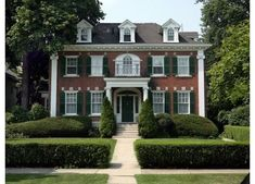 Brick colonial revival with clipped boxwoods in Michigan.Definitely my kind of place colonial revival with clipped boxwoods in Michigan.Definitely my kind of place! Style At Home, Green Shutters, American Houses, Georgian Homes, Classic House, Home Fashion, Red Bricks, Old Houses, Exterior Design