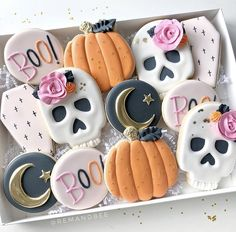 Halloween orders are going to open up realllll soon. Just working out a few more details! Ive been working hard on a shiny new square… Mode Halloween, Halloween Baking, Halloween Desserts, Halloween Cookies, Halloween Birthday, Holidays Halloween, Baby Halloween, Halloween Treats, Halloween Decorations