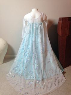 Inspiration for Frozen costume Elsa (by primafashions on Etsy)