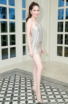 Ngọc Trinh – Sexy với thiết kế kheo lưng trần của Đỗ Long Photo : Minh Luan Ducan