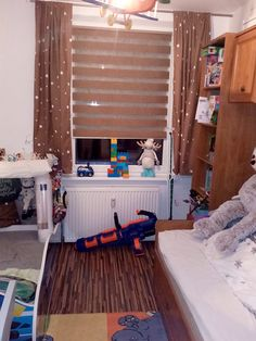 #fexi #vnitrnirolety #latkoverolety #luxusnirolety #rolety #roletydooken #denanoc #roletydenanoc #interier #inspirace #detskypokoj #ceskydesign #platinum Loft, Curtains, Bed, Furniture, Home Decor, Blinds, Decoration Home, Stream Bed, Room Decor