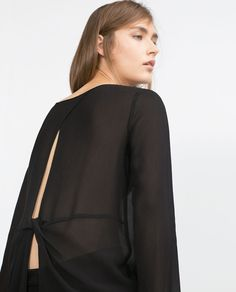 BLOUSE WITH BACK OPENING