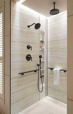 Porta-xampu diferente do habitual e mais prático por ficar bem mais perto das mãos, tanto de adultos como das crianças, durante o banho.