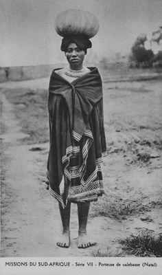 "Africa | ""Série VII - Porteuse de calebasse (Natal)"". ca. early 20th century | Vintage postcard; publisher Missionnaires Oblats de Marie-Immaculée"