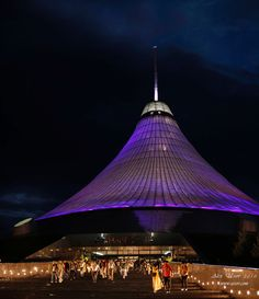 """Khan Shatyr, the largest """"tent"""" in the world houses shopping, restaurants and an indoor beach!"""