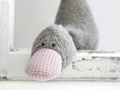 """Niedliches graues Entlein namens """"Bert(a)"""" als Spieluhr.   Ein wundervolles Geschenk zur Geburt, Taufe, Geburtstag oder einfach so zum Liebhaben.  Genäht aus weichem Bio-Plüsch und knuffig mit..."""