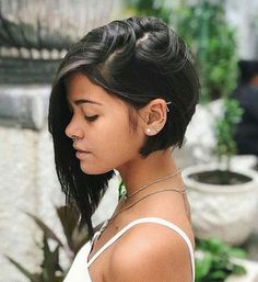 45 Edgy Bob Haircuts To Inspire Your Next Cut. Edgy bob haircuts are best for those of you who are dreaming of some change in your lives but have no clue Edgy Bob Haircuts, Modern Bob Haircut, Bob Haircut For Fine Hair, Bob Hairstyles For Fine Hair, Haircut Short, Trendy Hairstyles, Angeled Bob Haircut, Woman Hairstyles, Updos For Fine Hair
