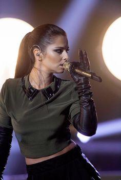 Celebrities in Gloves Cheryl Cole, Cheryl Fernandez Versini, Elegant Gloves, Gloves Fashion, Femmes Les Plus Sexy, Black Leather Gloves, Long Gloves, Sleek Hairstyles, Famous Girls