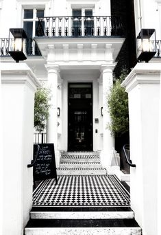 A Guide to Discovering London's Most Photogenic Notting Hill Houses - Modern Victorian House London, London House, Victorian Front Garden, London Eye, London Street, London City, Georgian Homes, Victorian Homes, London Apartment Interior