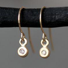 Bouton minuscules boucles d'oreilles en or par MichelleChangJewelry, $218.00