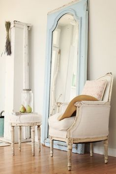 Stylist tip: group complimentary pieces in threes. This works well visually and also helps to define a space. #mirrors