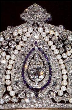 The Royal Order of Sartorial Splendor: Tiara Thursday: The Cartier Tiara Royal Crown Jewels, Royal Crowns, Royal Tiaras, Royal Jewelry, Tiaras And Crowns, Faberge Eier, Bling, Accesorios Casual, Circlet