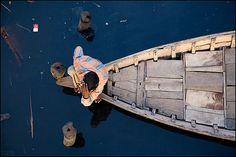 man and boat - Dhaka by Maciej Dakowicz, via Flickr