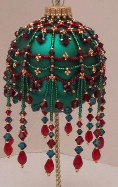 Beaded Christmas Decorations, Crochet Christmas Ornaments, Noel Christmas, Christmas Tree Ornaments, Homemade Christmas, Christmas Crafts, Christmas Balls, Beaded Ornament Covers, Beaded Ornaments