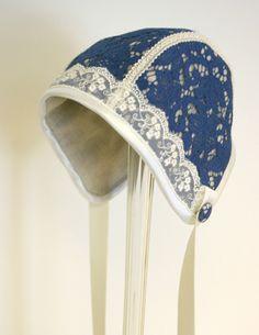 Bilder: Dåpsluer - www.toveaasland.com Dress Patterns, Sewing Patterns, Baby Bonnets, Christening Gowns, Antique Dolls, Caps Hats, Doll Clothes, Frozen, Couture