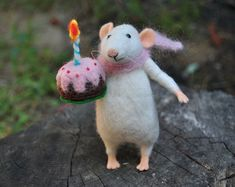 Mouse with cake Birthday gift Fairy tale animal Art doll Felted ornament Needle felted animal Felt mouse Tiny mice Miniature art doll #feltanimalsdiy