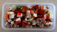 Receta para tupper. Ensalada de surimi con atún y tomates cherry. Ver receta: http://www.mis-recetas.org/recetas/show/36495-receta-para-tupper-ensalada-de-surimi-con-atun-y-tomates-cherry