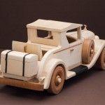Macheta auto din lemn  Lemn de tei si fag  Finisata cu ceara  Dimensiuni (W x H x Lmm)160x160x450