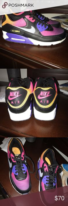 Nike Airmax Airmax size 10.5 men or 12.5 woman ... worn 2 times ... excellent condition . I wear a 12 in woman but they felt small so 1/2 size up feels perfect Nike Shoes Athletic Shoes