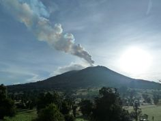 Calma de volcán tico facilita distribución de ayuda y reparación de vía